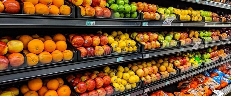 Vers fruit in de supermarkt